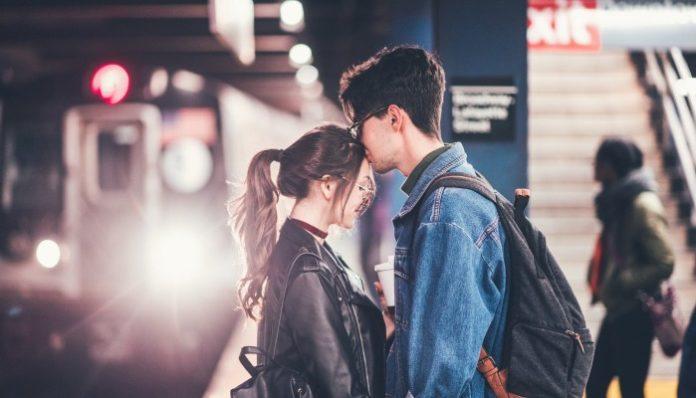 Как поднять настроение парню