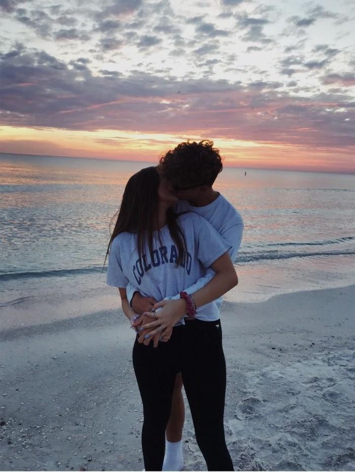Каким должен быть первый поцелуй