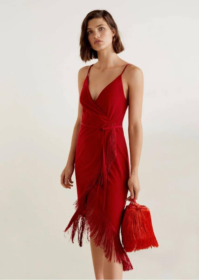 Платья на Новый год 2021: фото-новинки для женщин и девушек
