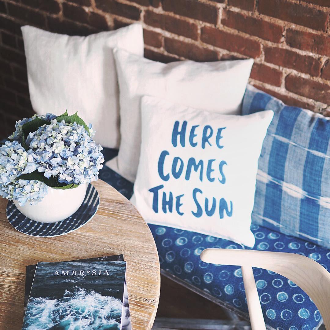 декор интерьера, голубой, подушки, диван