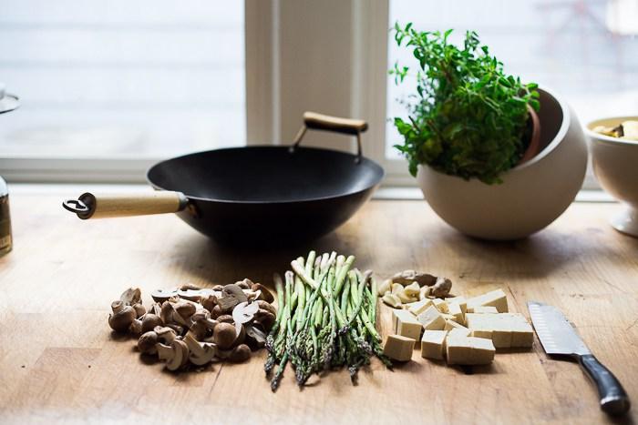 Вок с грибами, спаржей и тофу. Рецепты с тофу.