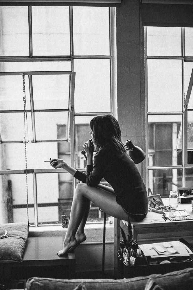 Одинокая девушка. 8 мантр для тех, кто переживает тяжелый разрыв.