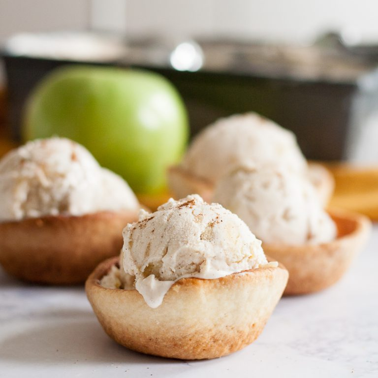 Домашнее мороженое с яблоками и корицей (для осенних обедов)