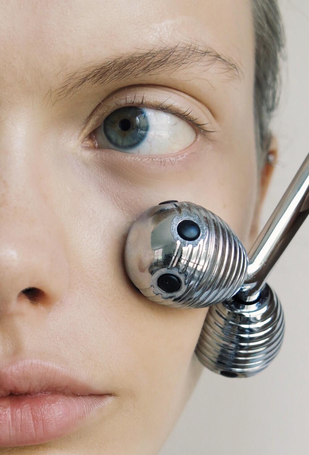 Face rollers: все, что нужно знать о массажных роллах для лица