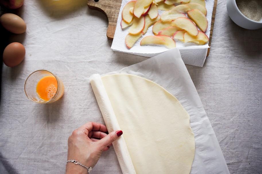 французская выпечка, розетки с яблоками