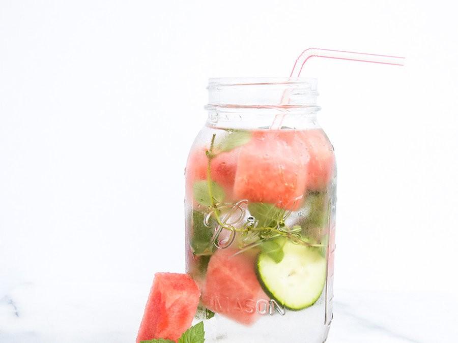 Как пить больше воды: 7 СПА-рецептов, которые помогут вам пережить жаркие дни