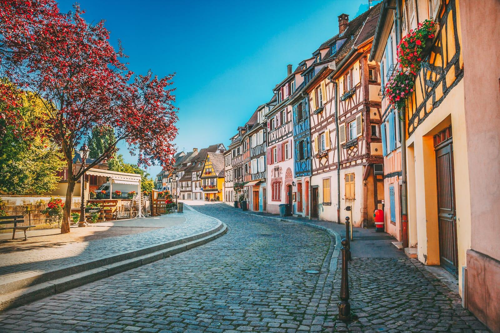 Куда сбежать от зимней серости: 10 самых ярких городов Европы