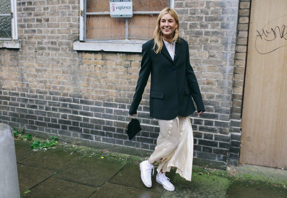 street style, black jacket, converse, черный пиджак, конверсы