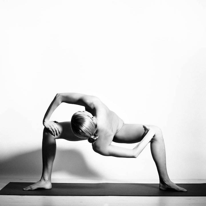 Nude Yoga: голая правда о красоте и безграничных возможностях тела