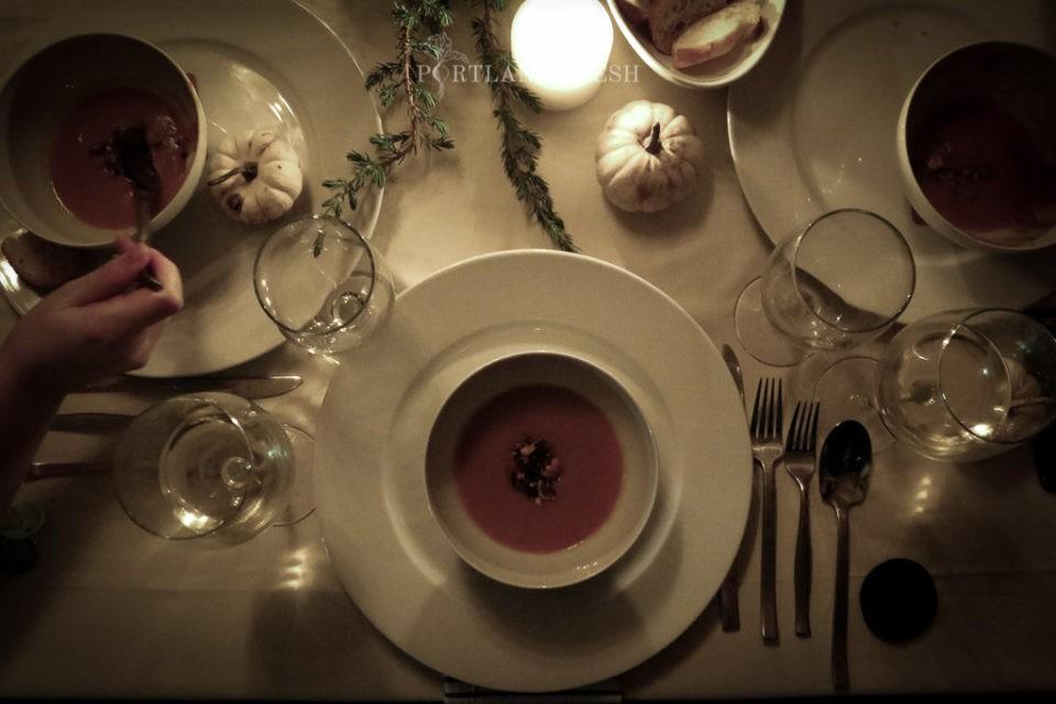 Новогоднее меню. Первое блюдо - суп из тыквы с обжаренными орехами.