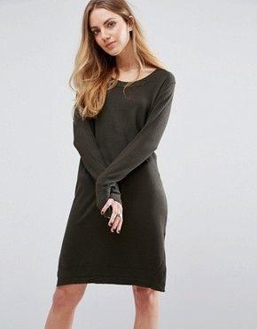 Платье-свитер: 5 уютных образов от топовых блогеров