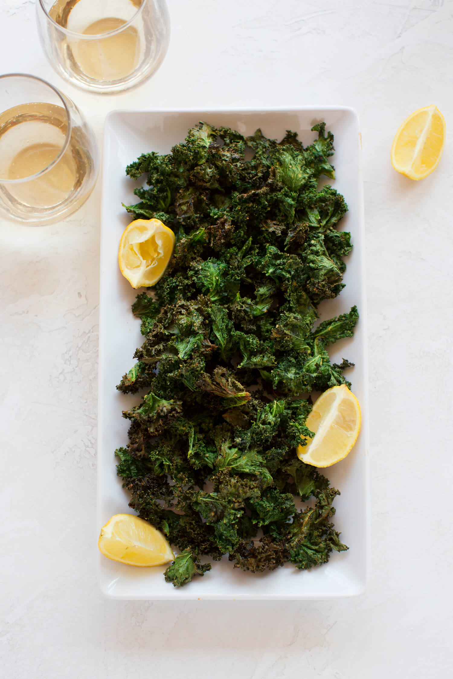 Под вино: чипсы из капусты кале с лимоном