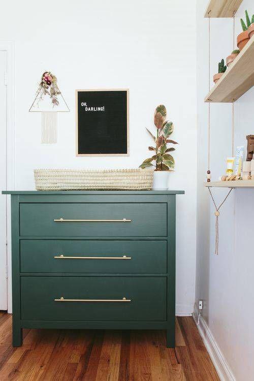 Редизайн своими руками: как перекрасить шкаф за час
