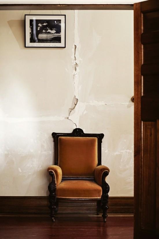 ремонт, стена, винтажное кресло