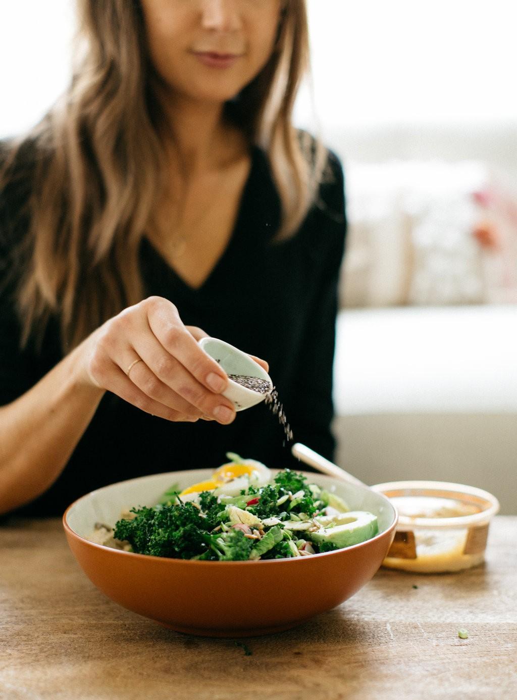 Салат с кунжутом от Camille Styles