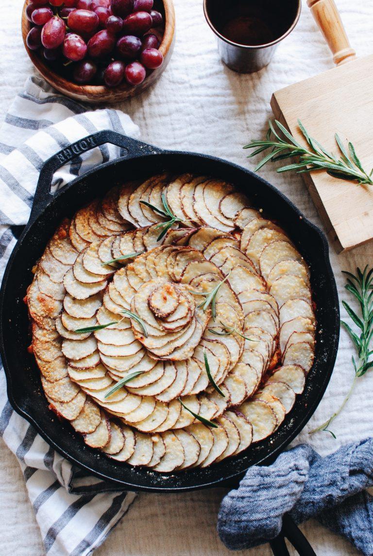 Skillet pie: красивый пирог из картофеля и курицы