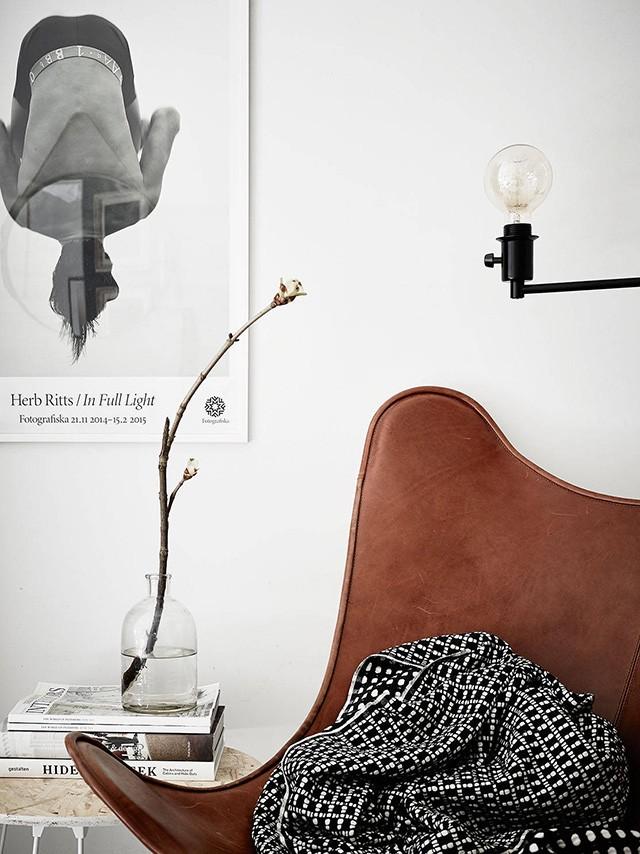 Скандинавский интерьер. Кожаное кресло. Постер.
