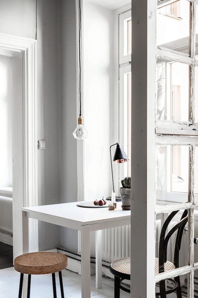 Скандинавский интерьер. Кухонный стол. Мебель икея.