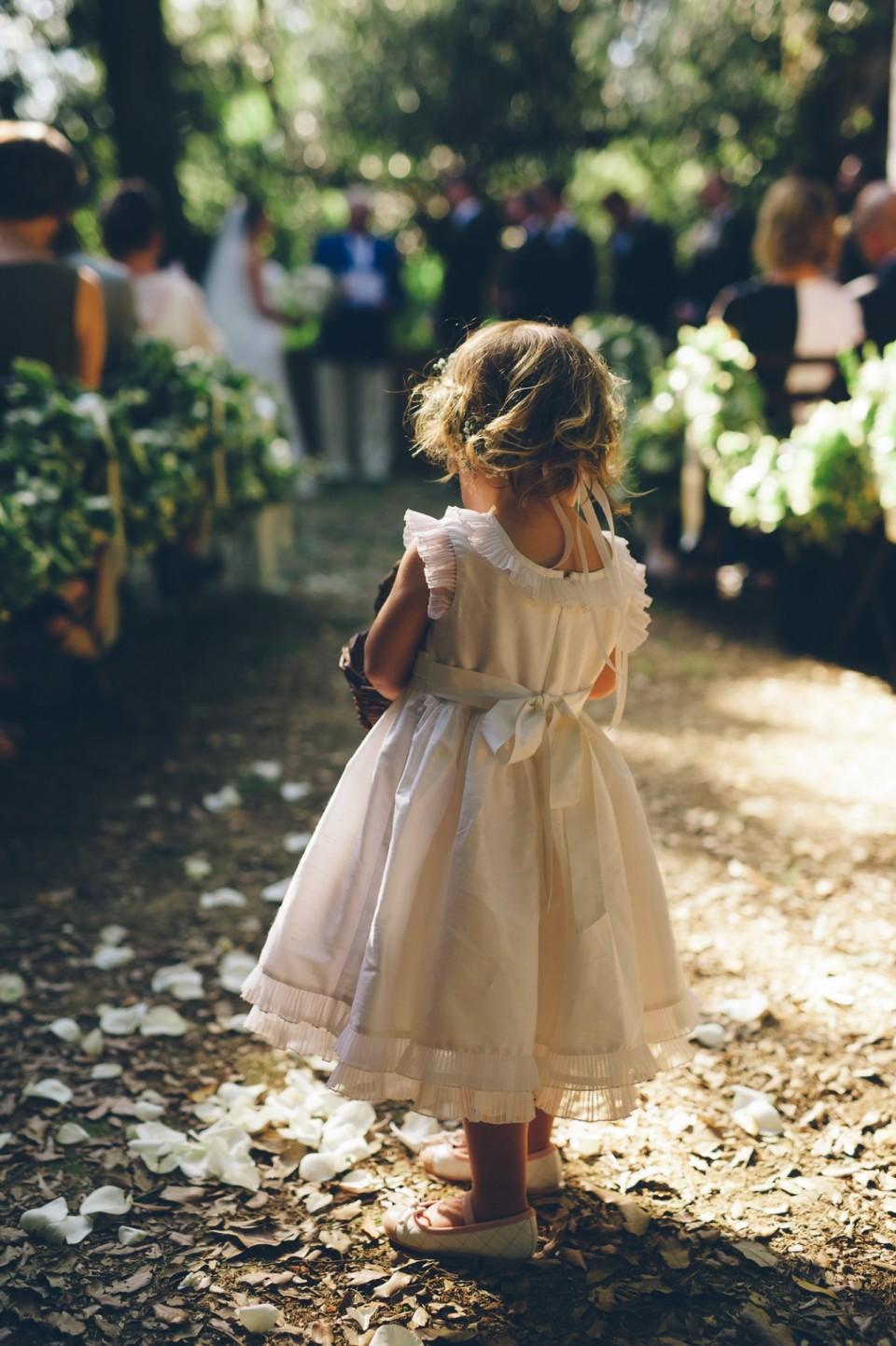 Девочка на свадьбе. Свадебная мода 2016.