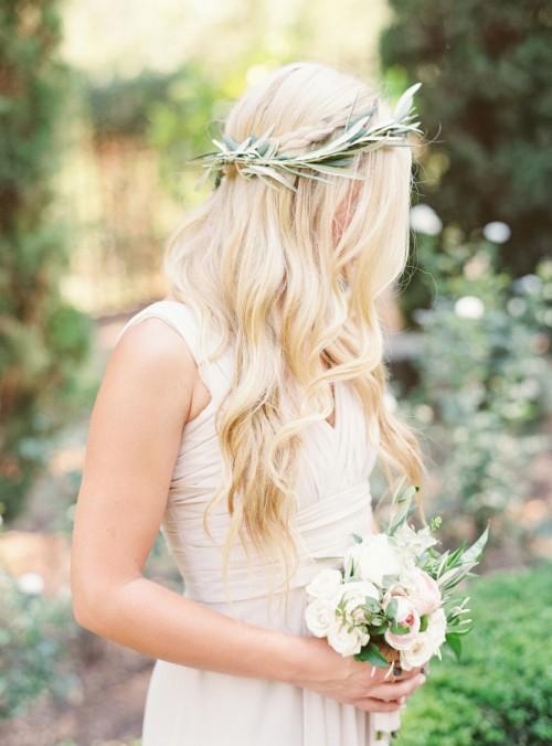 Свадебная прическа. Венок. Свадебная мода 2016