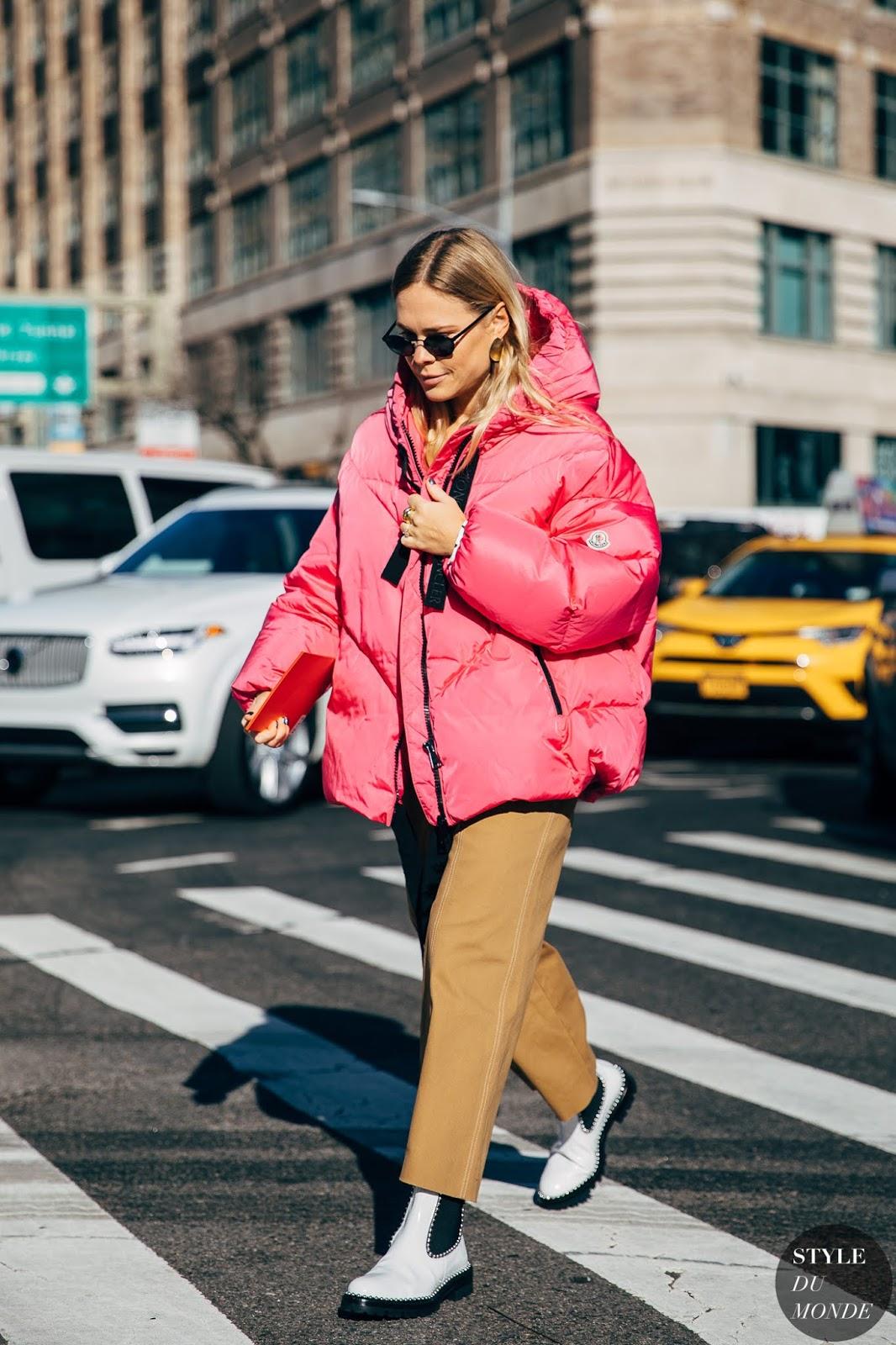 Тепло и стильно: 20 зимних образов от топовых блогеров планеты
