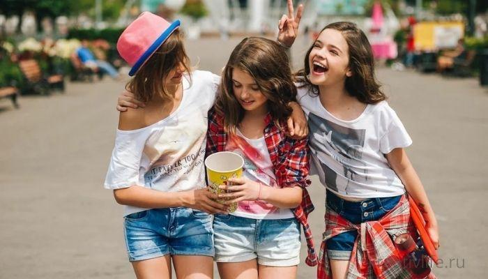 Подростки девочки компания