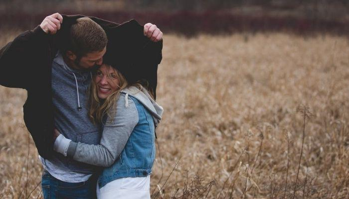 Пара влюбленных людей