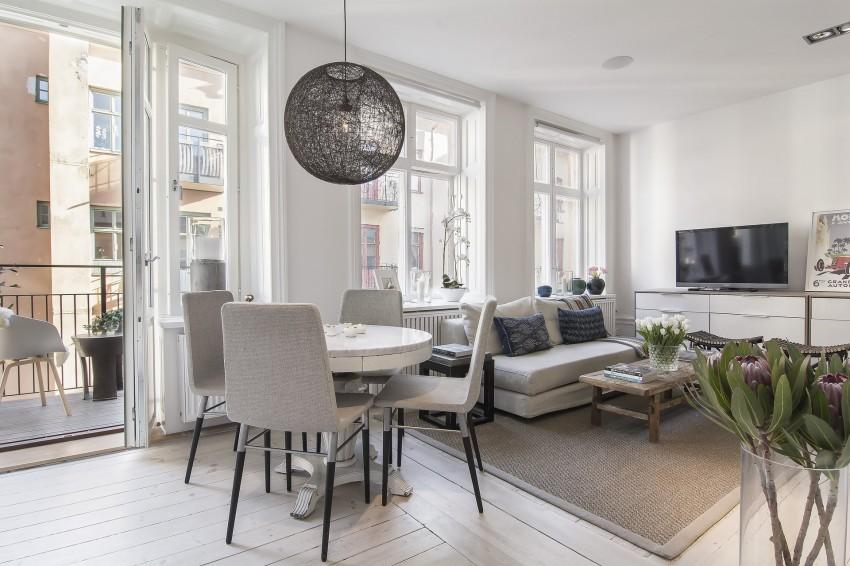 Small-Flat-in-Stockholm-Round-Dining-Table