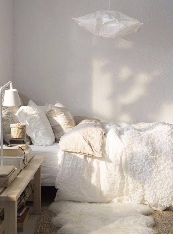 Как добавить естественного освещения в темной комнате: 5 приемов декора