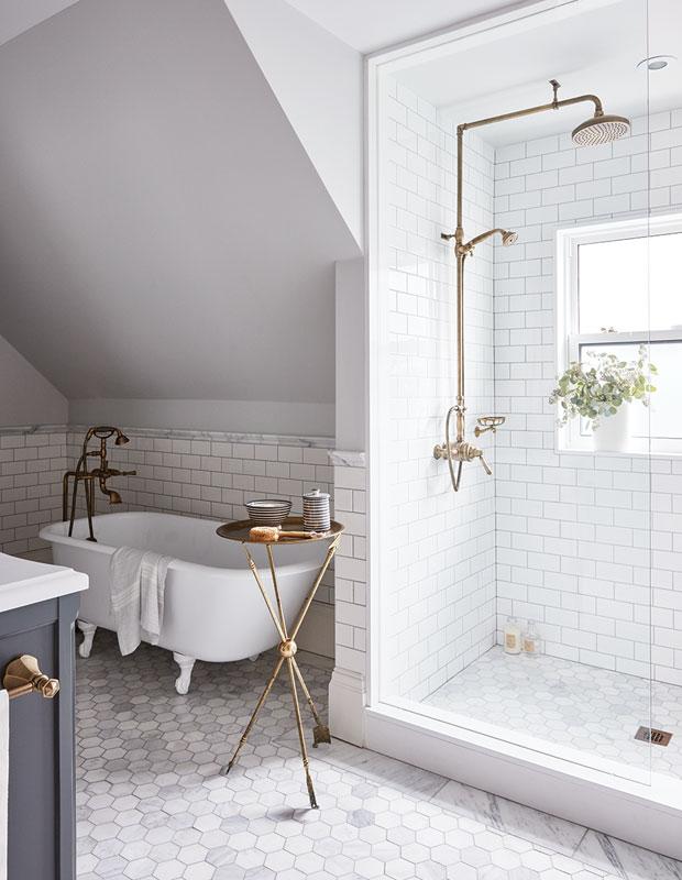 Контрастный душ: как правильно принимать по утрам.