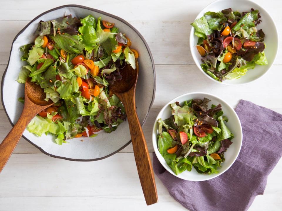 Аюрведа-детокс. Зеленый салат с имбирной заправкой.