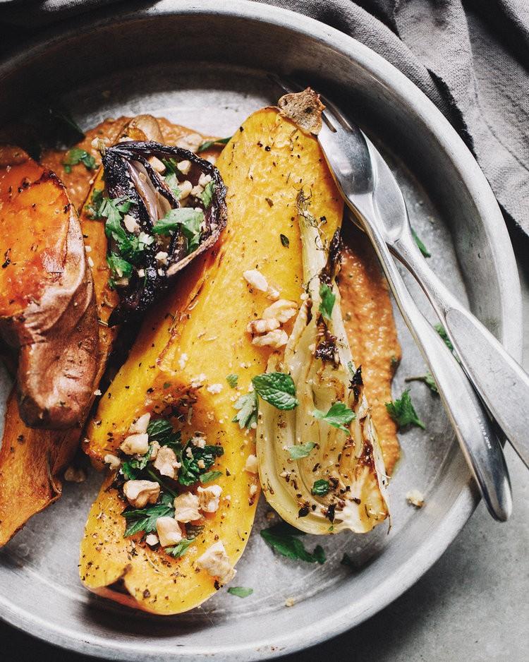 Запеченные зимние овощи - вегетарианское блюдо из корнеплодов.