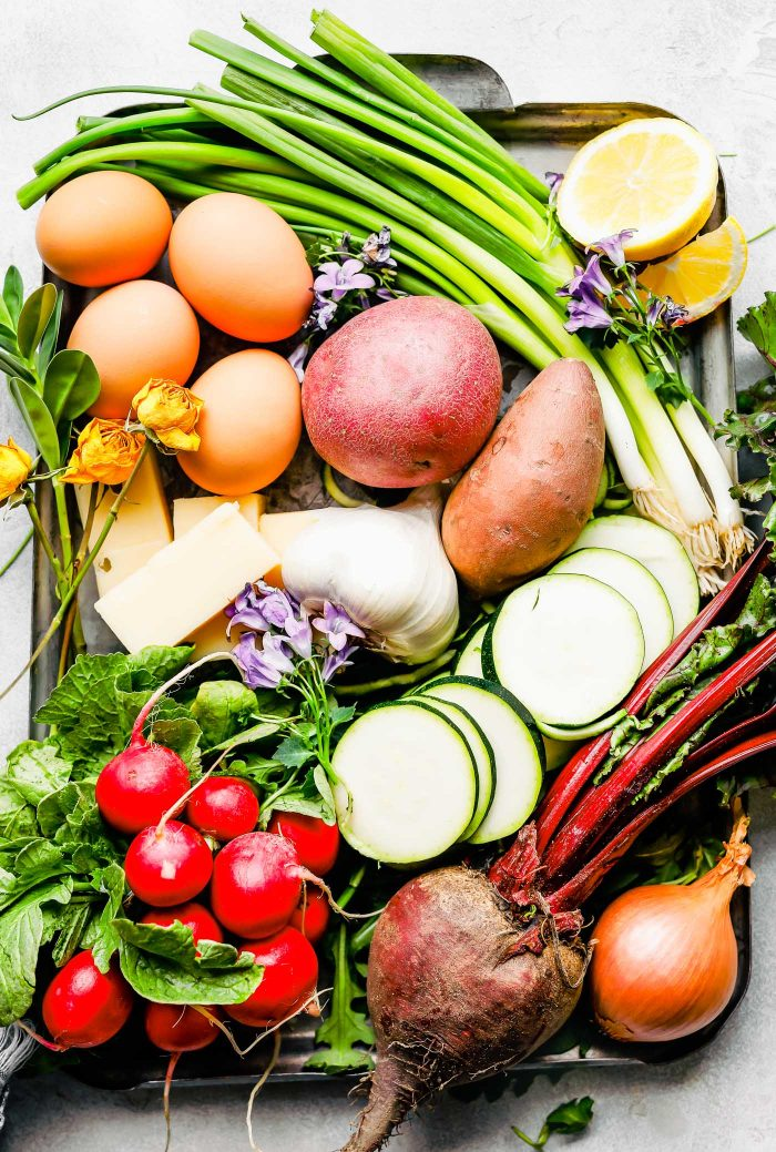 Завтрак, бранч или ужин: яйца, запеченные с весенними овощами