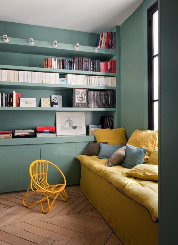 зеленые стены, скандинавский интерьер, декоре интерьера, дизайн, green walls, желтый диван