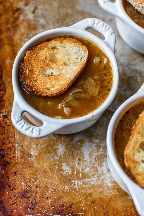 Зимняя классика: французский луковый суп