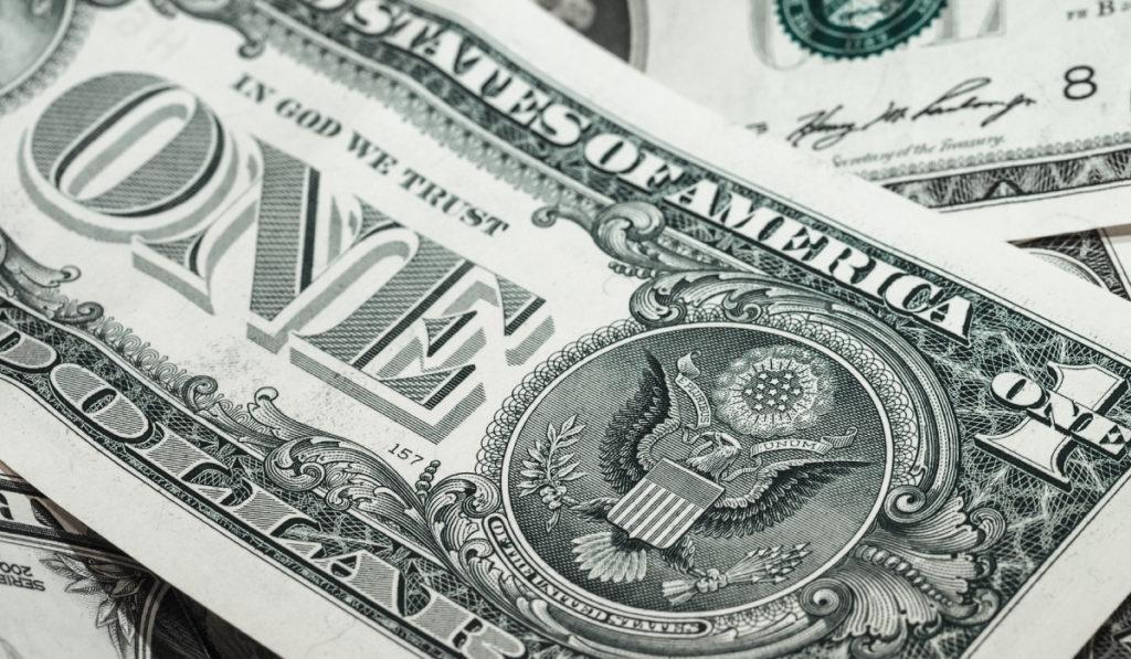 Когда наш доход превышает наш минимальный, то эту сумму лучше всего откладывать на непредвиденные расходы,